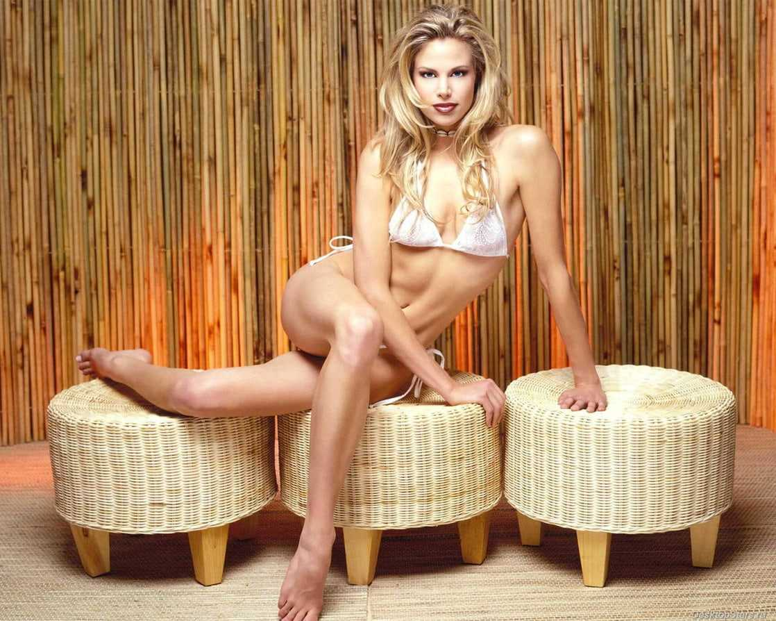brooke burns bare feet