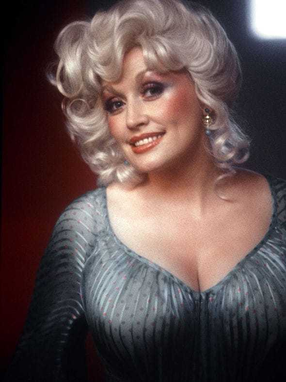 dolly parton hot cleavage