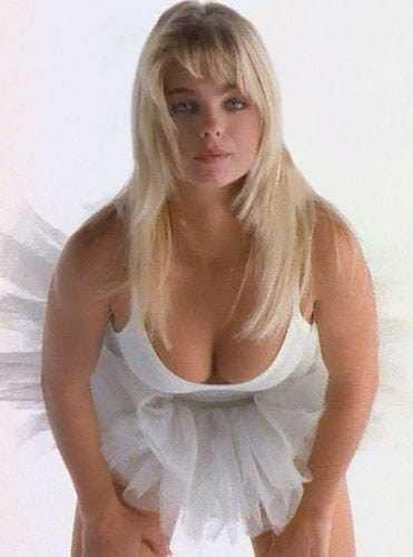 erika eleniak cleavage pictures