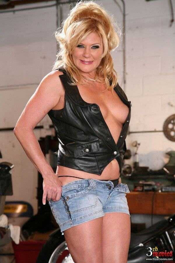 ginger lynn sexy cleavage