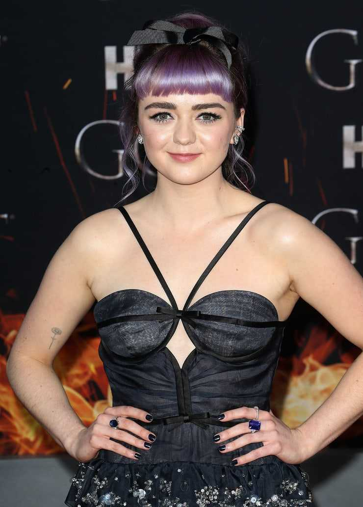 maisie williams sexy dress