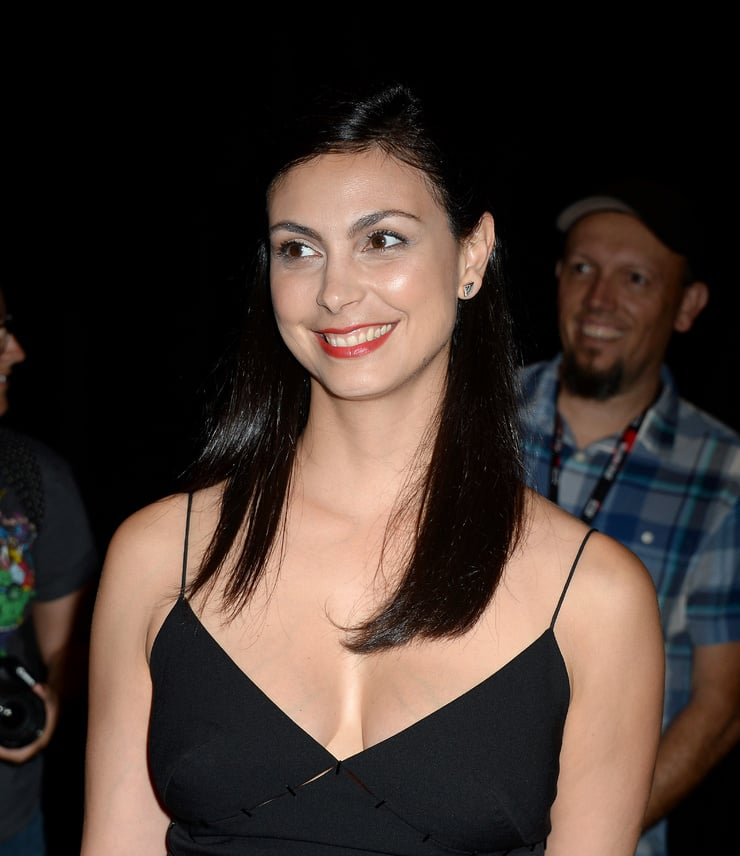 morena baccarin cleavage