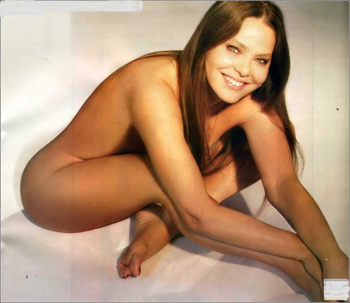 Kelly Preston  nackt