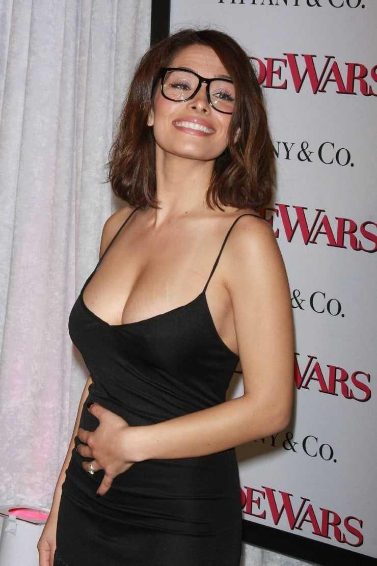 sarah shahi sexy dress