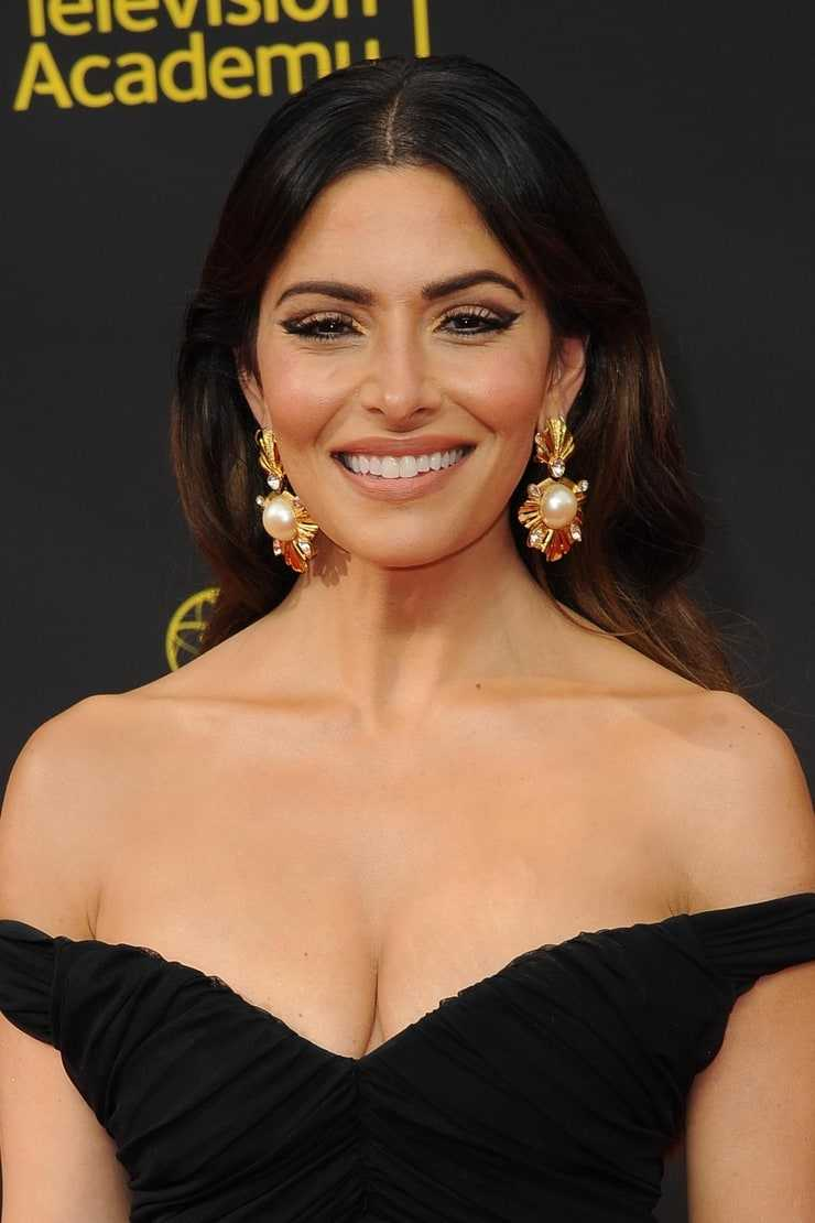 sarah shahi sexy pictures