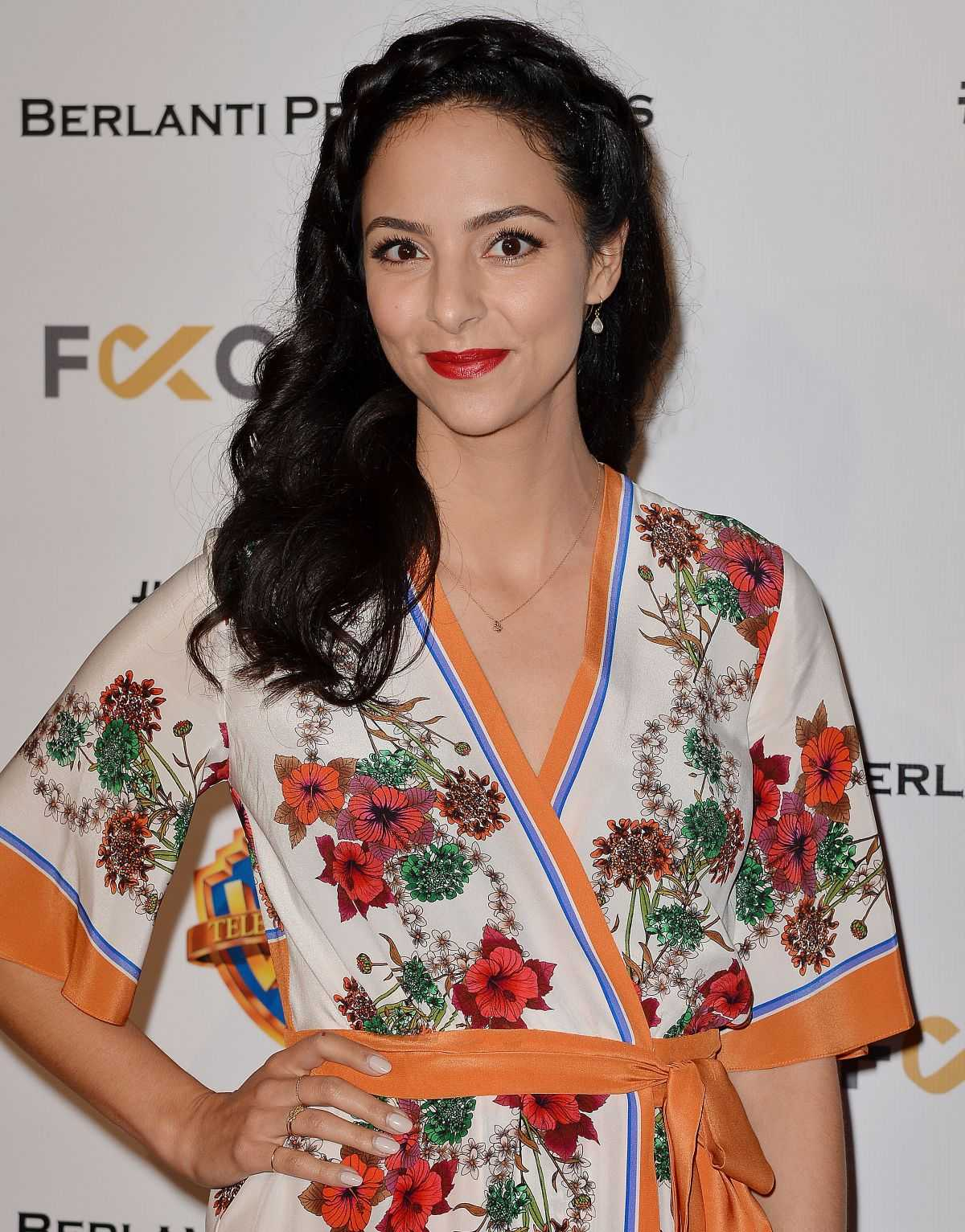 tala ashe cleavage