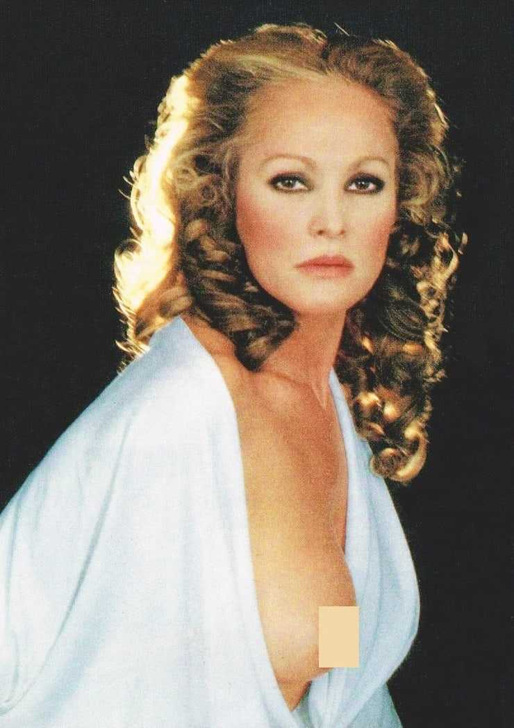 ursula andress cleavage