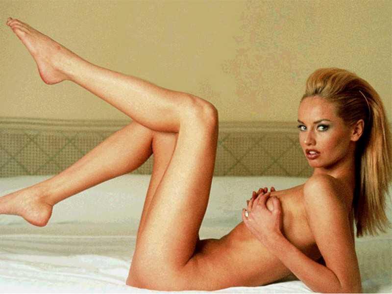 Adriana Sklenaríková naked