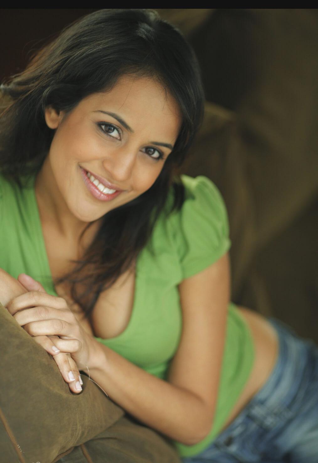 Agam Darshi sexy photo