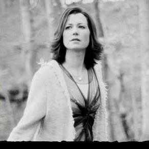 Amy Grant side boobs