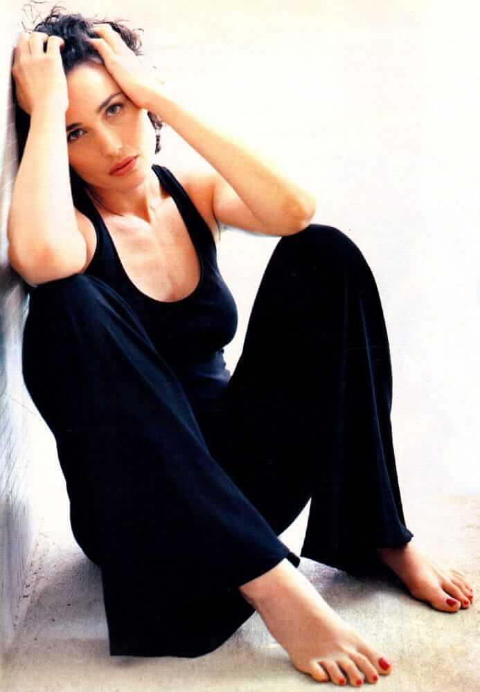 Andie MacDowell cleavage