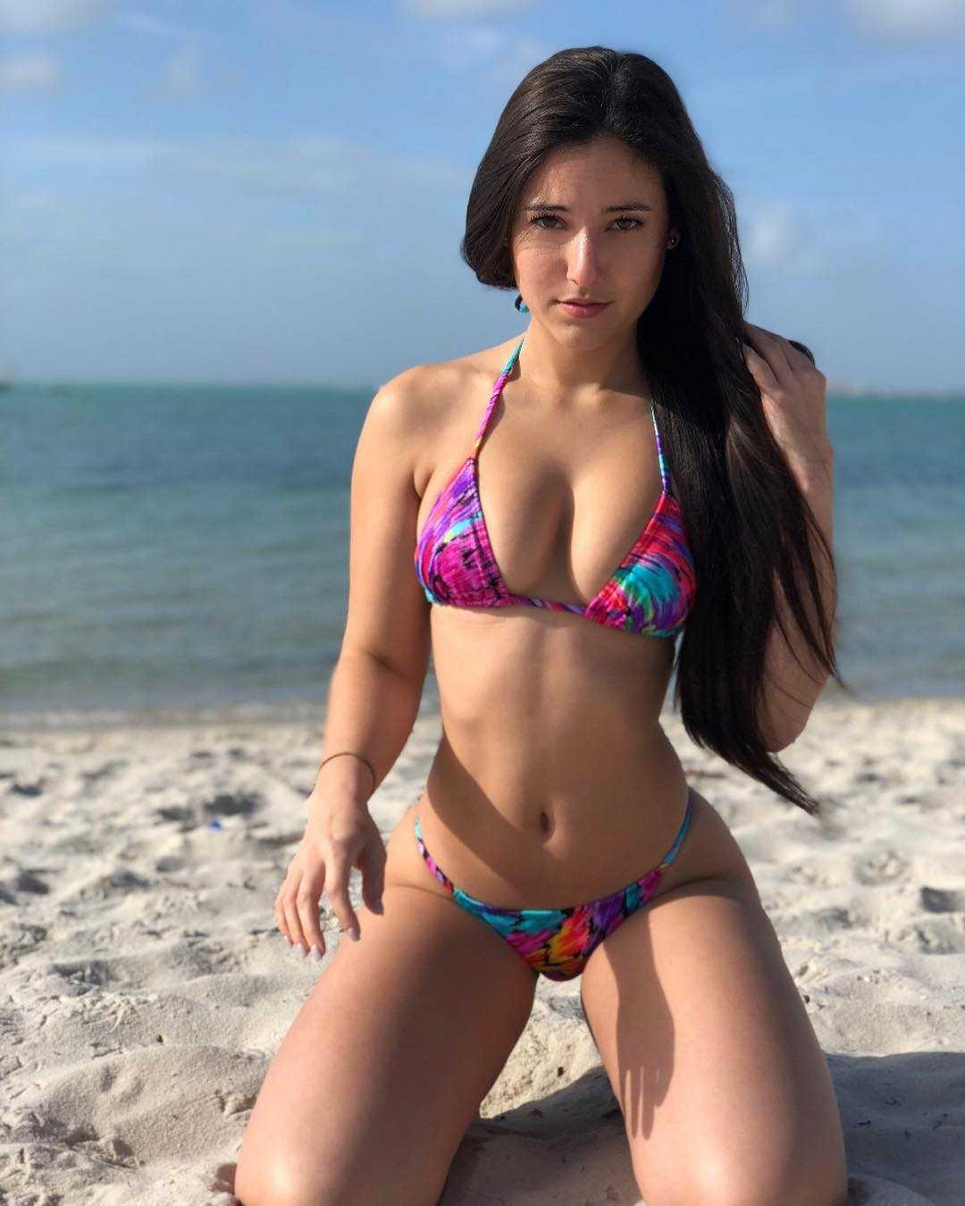 Angie Varona boobs
