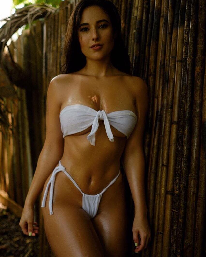 Angie Varona cleavage