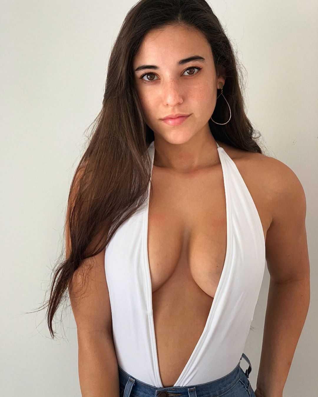 Angie Varona tits (2)