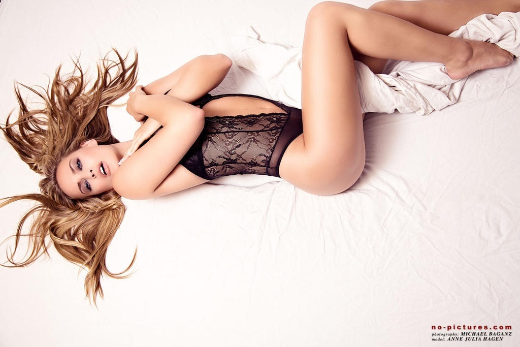 Anne Julia near nude