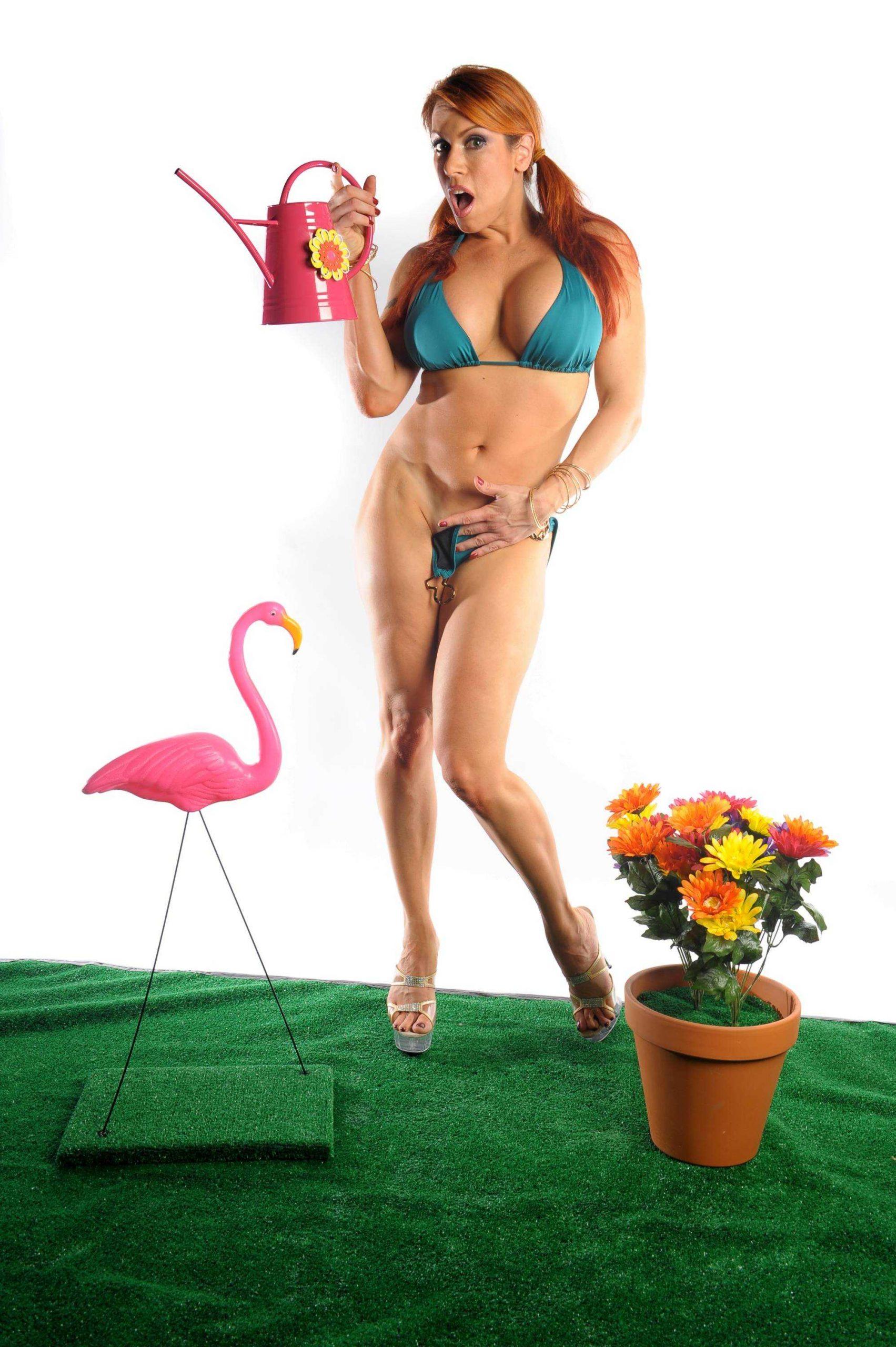 April Hunter hot bikini pictures