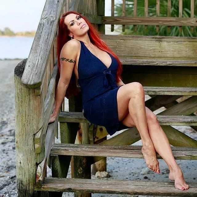 April Hunter hot feet pic