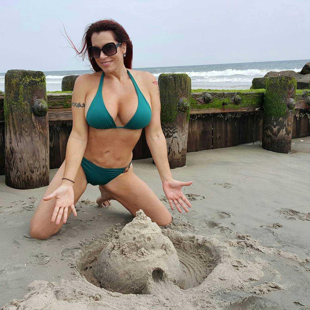 April Hunter sexy bikini pic