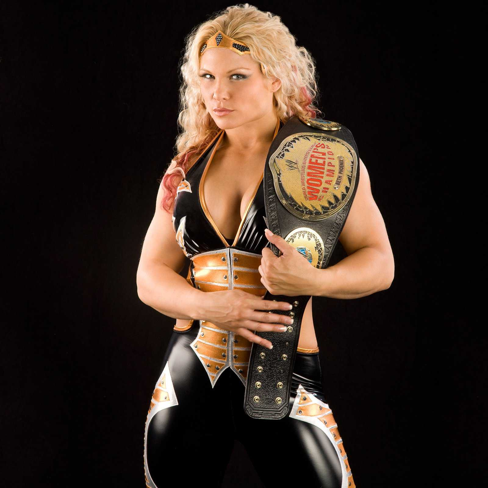 Beth Phoenix sexy cleavage pic