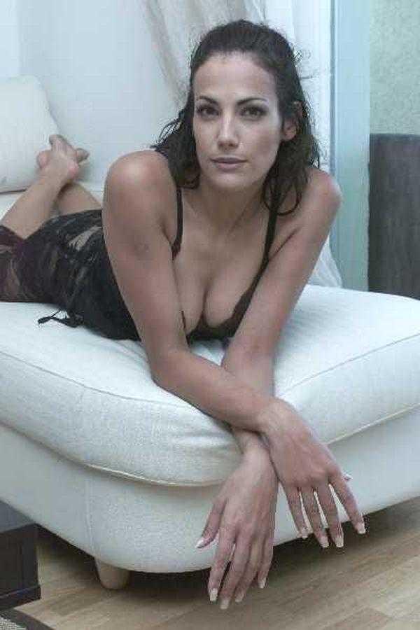Bettina Zimmermann cleavage pic (2)