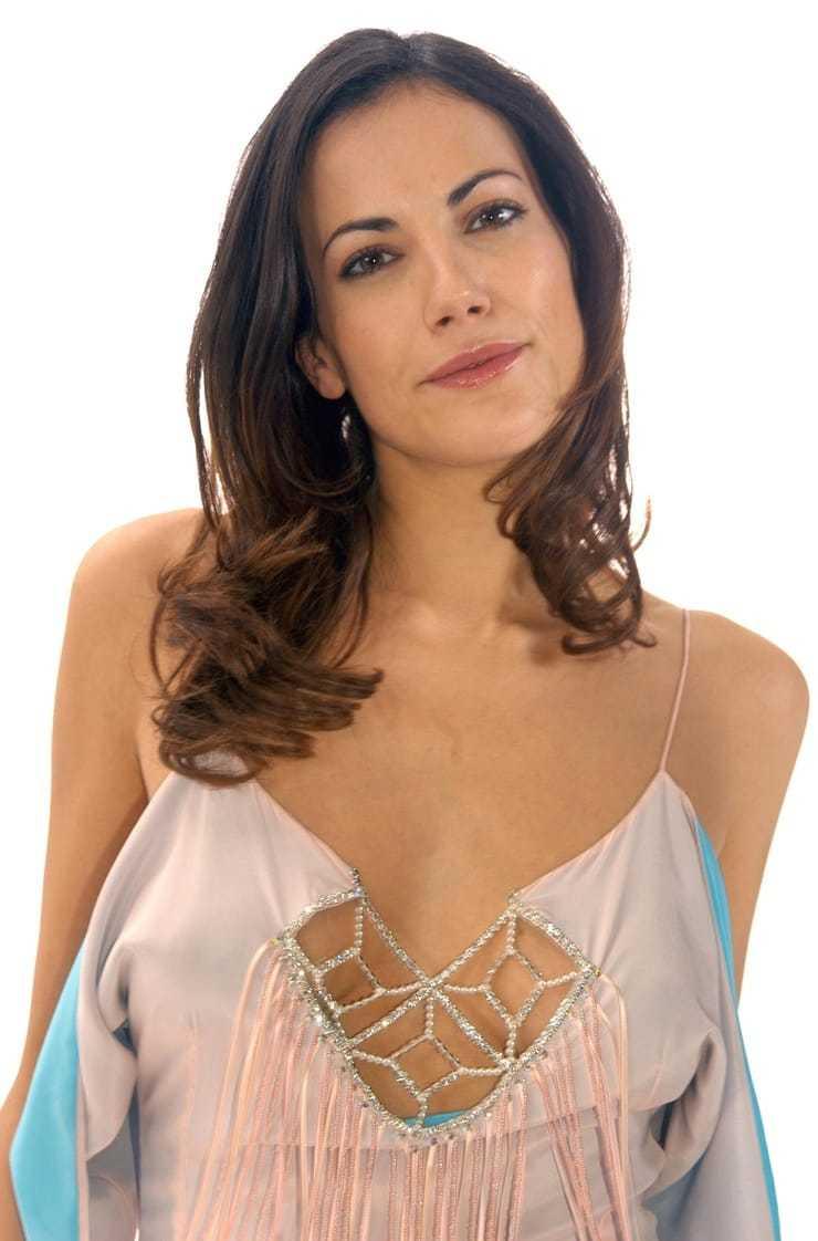 Bettina Zimmermann hot cleavage pic