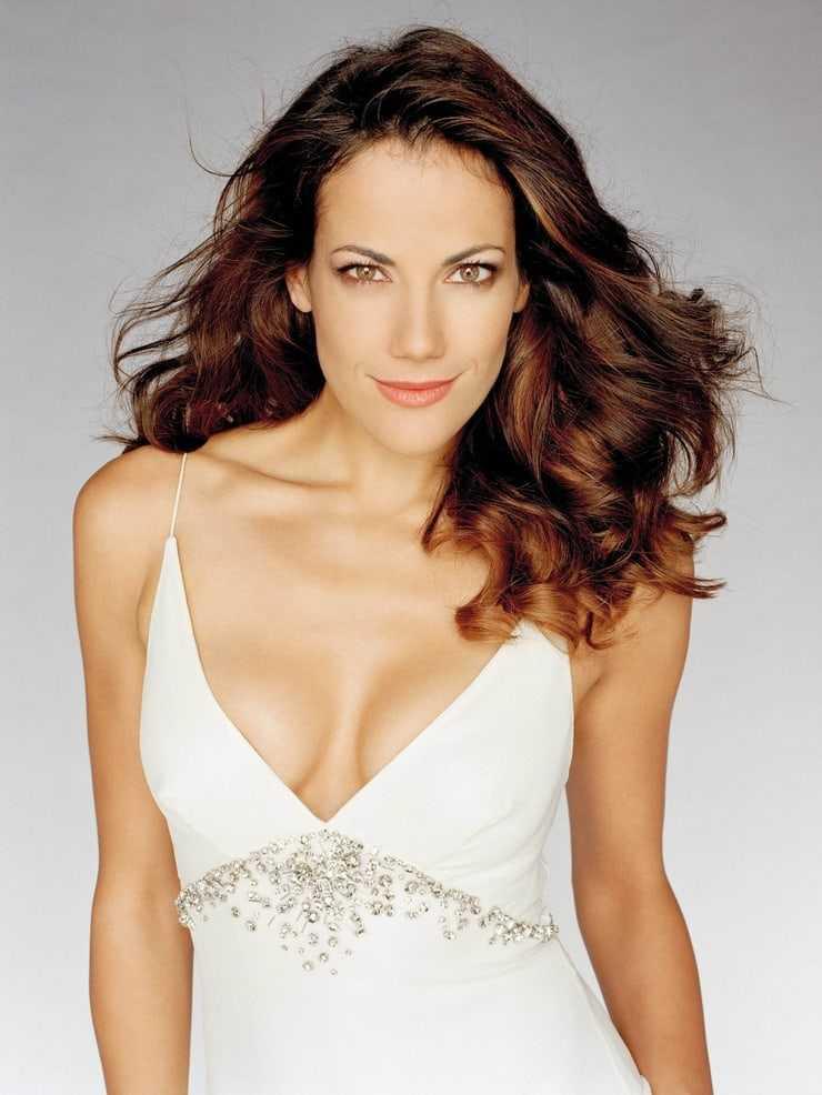 Bettina Zimmermann sexy cleavage pic