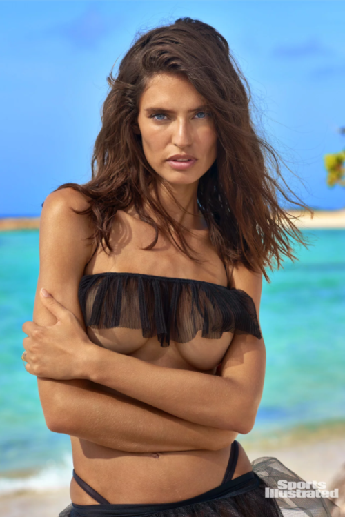 Bianca Balti sexy cleavage