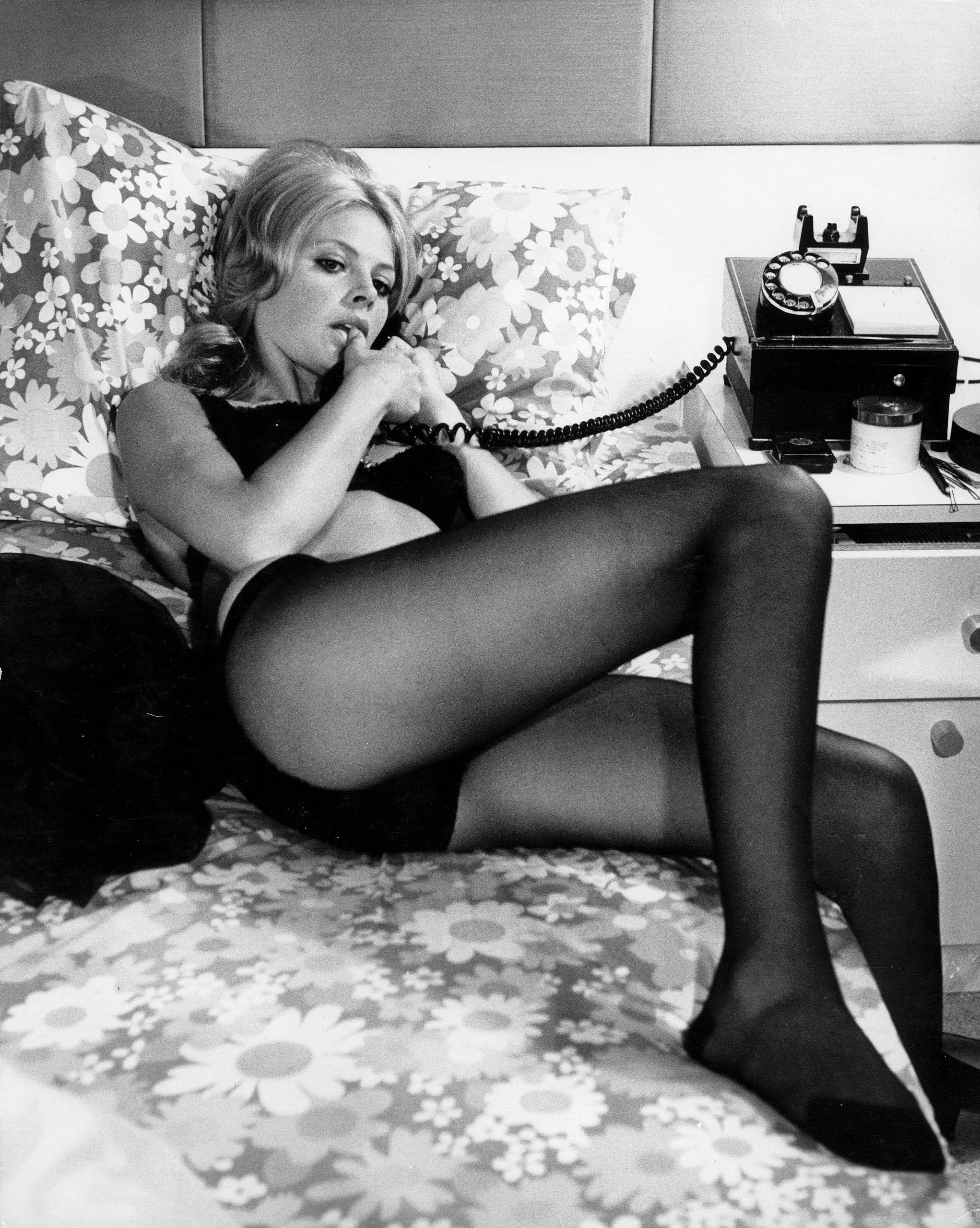 Britt-Ekland-sexy-thigh