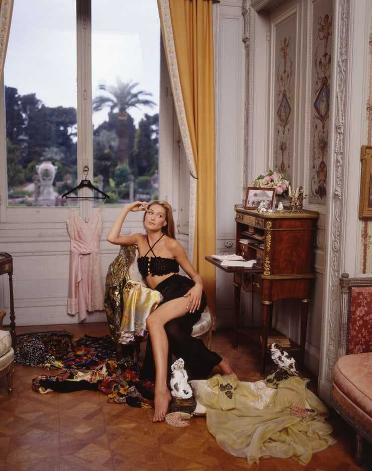 Carla Bruni bare feet