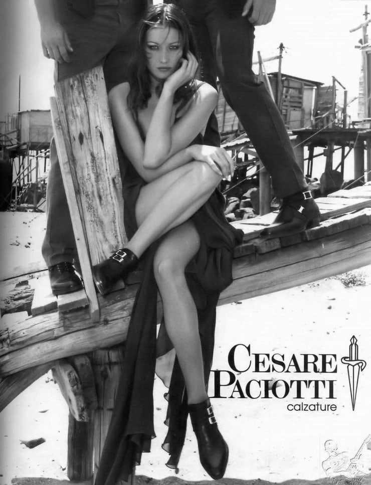 Carla Bruni hot photo