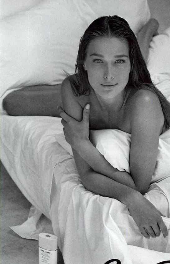 Carla Bruni topless