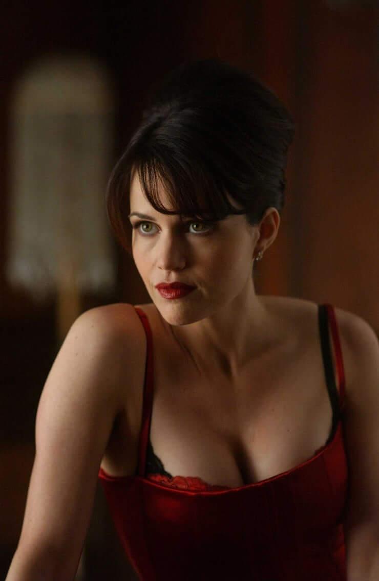 Carla Gugino sexy cleavage