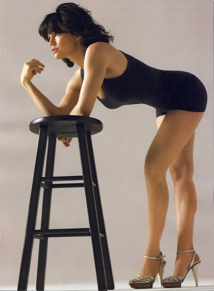 Carla Gugino sexy legs