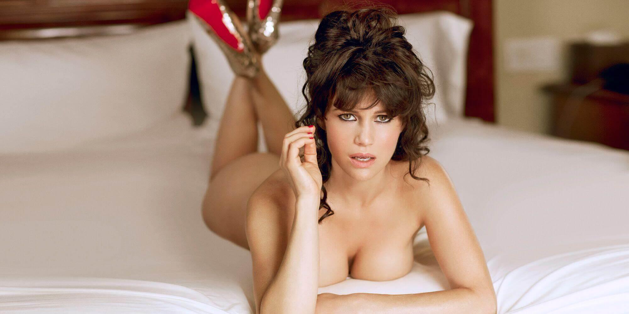 Carla Gugino sexy near nude pic