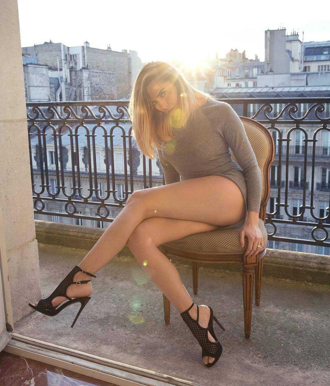 Clara Morgane feet (2)