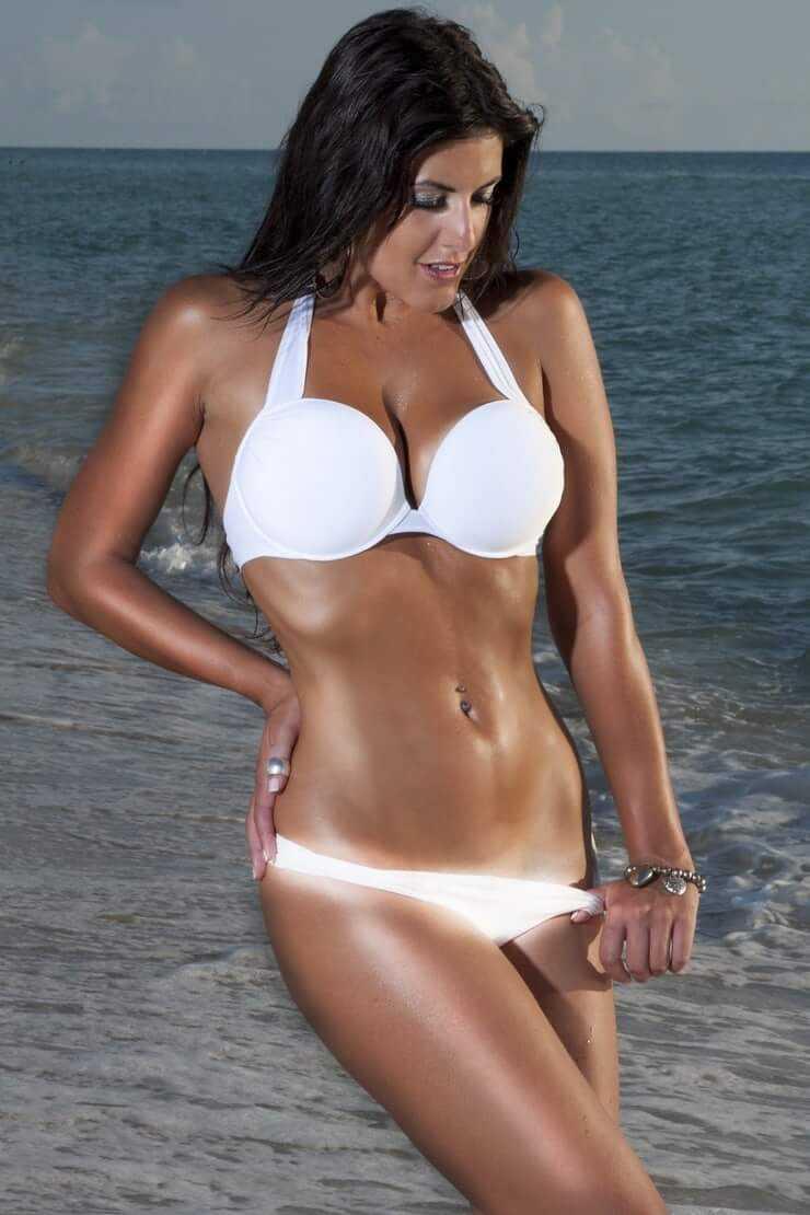Claudia-Romani-hot-white-bikini