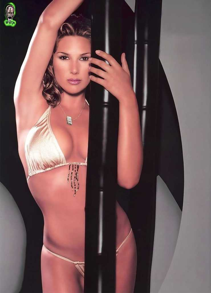 Daisy Fuentes hot look pic