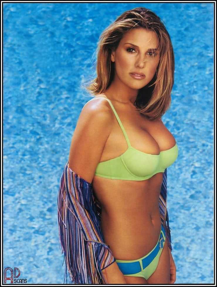 Daisy Fuentes hot pictures