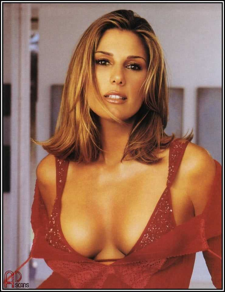 Daisy Fuentes sexy cleavage pic