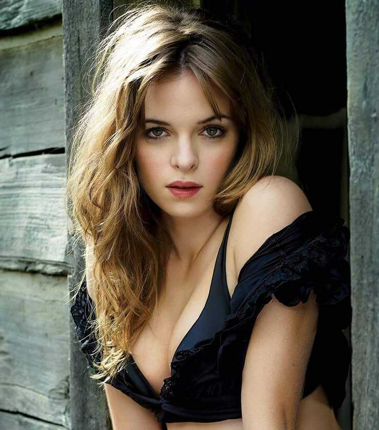 Danielle Panabaker tits