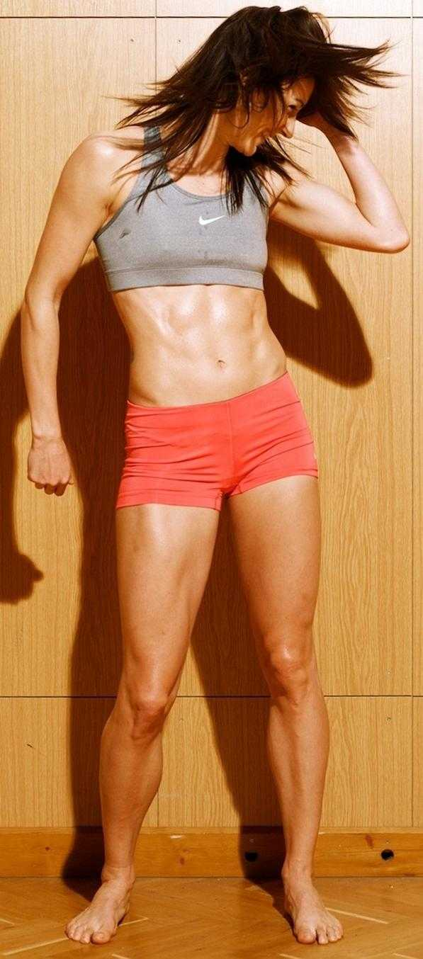 Denisa Rosolová sexy leg (2)