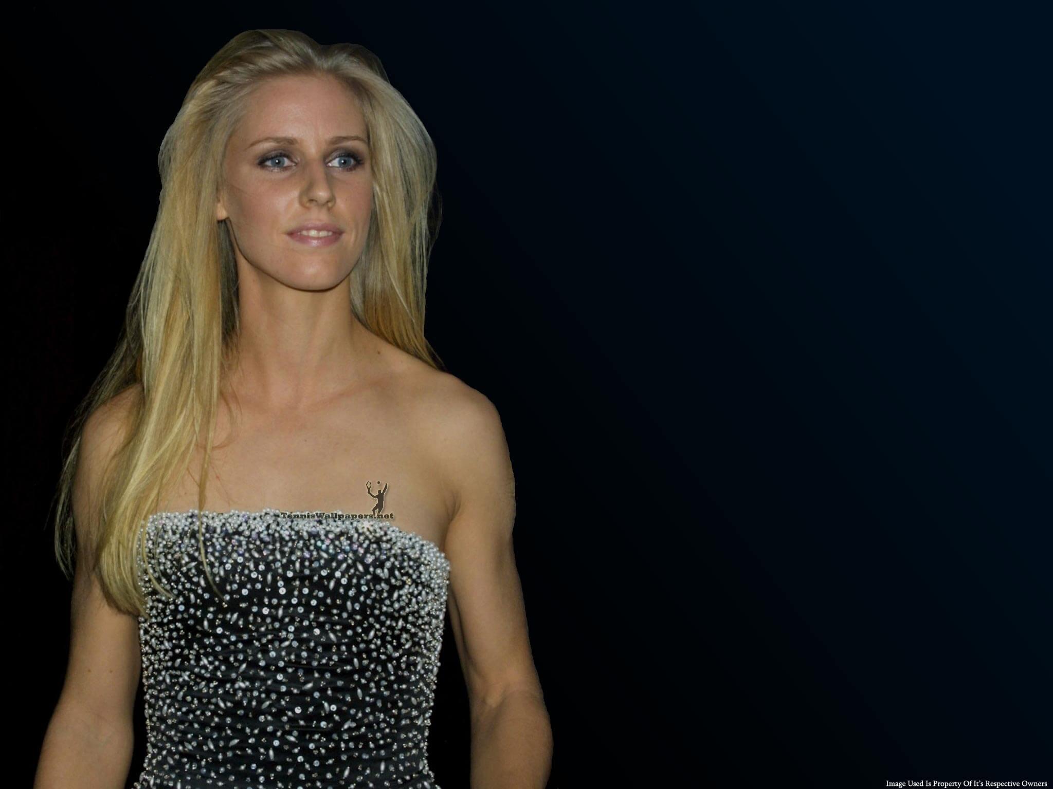 Elena-Dementieva-sexy-busty-photo