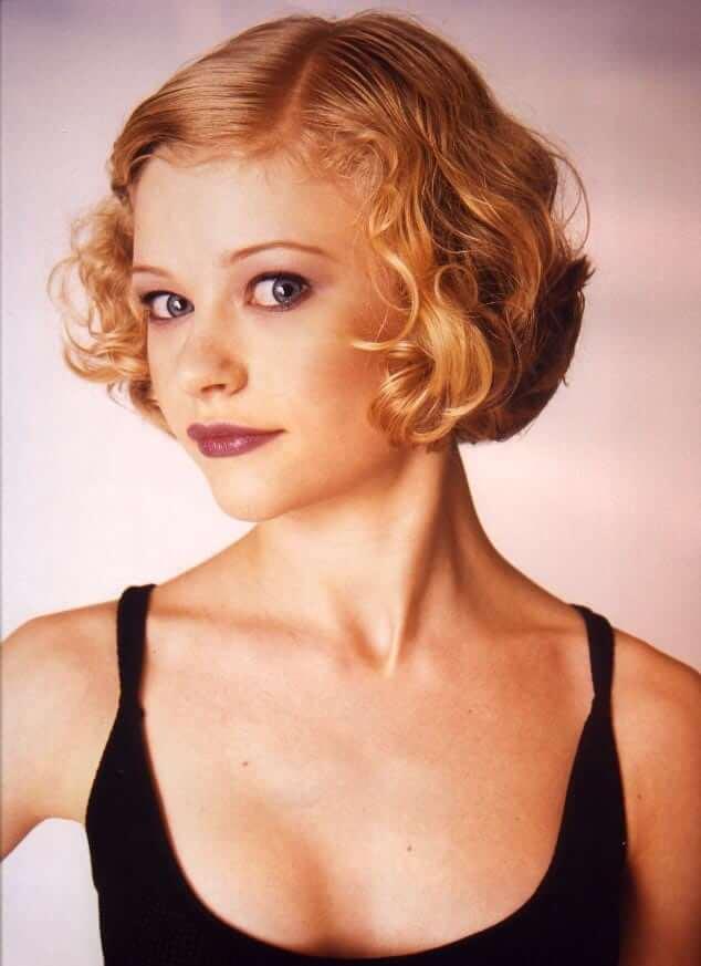 Emilie de Ravin cleavage