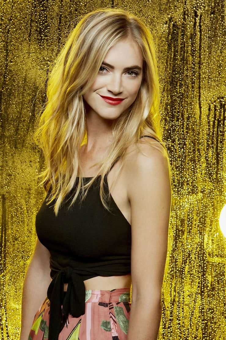 Emily Wickersham sexy busty pictures