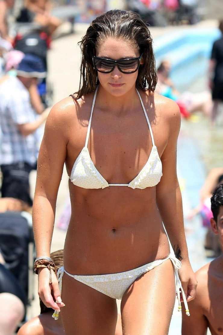 Erin McNaught sexy bikini (2)