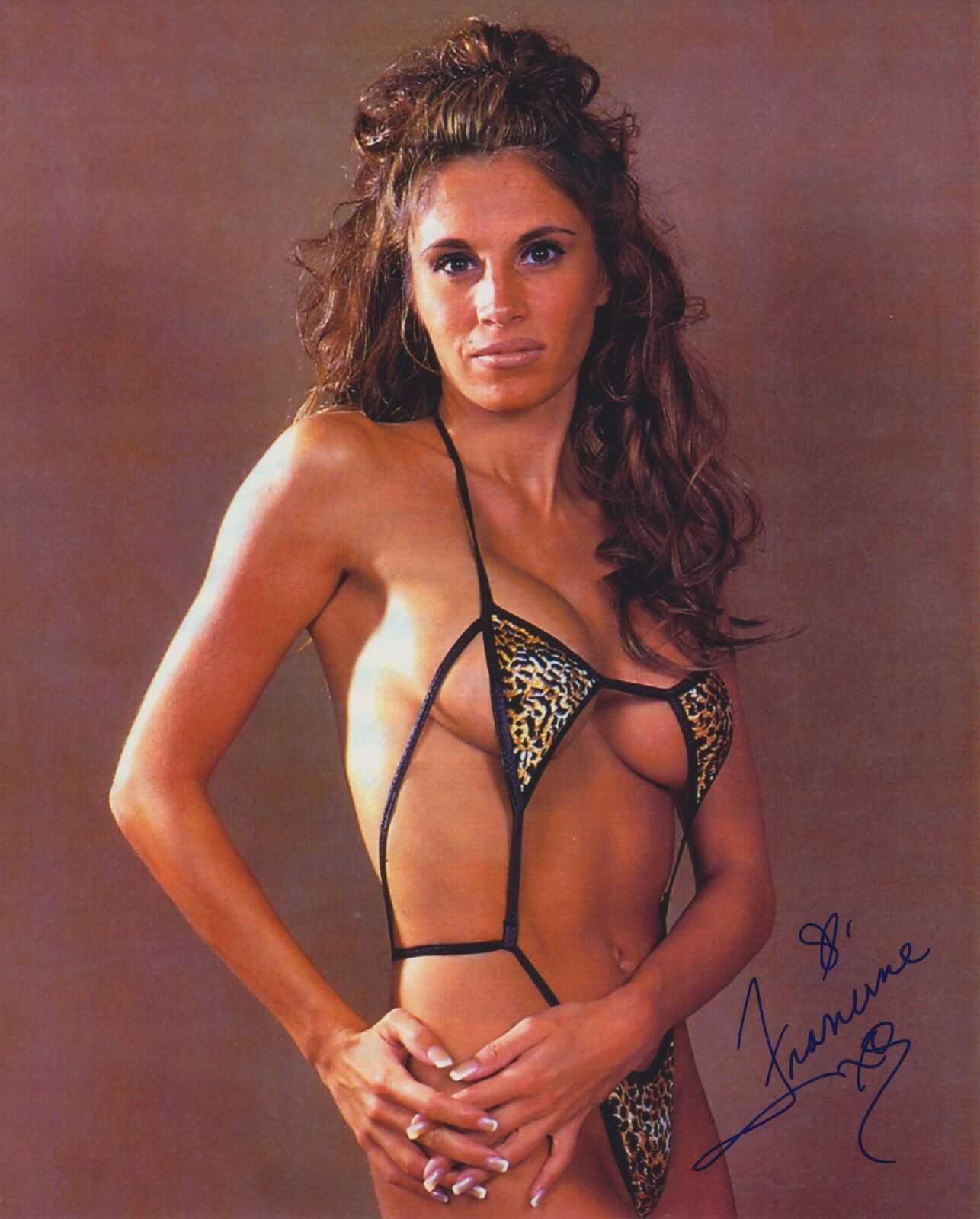 Francine Fournier sexy bikini pic