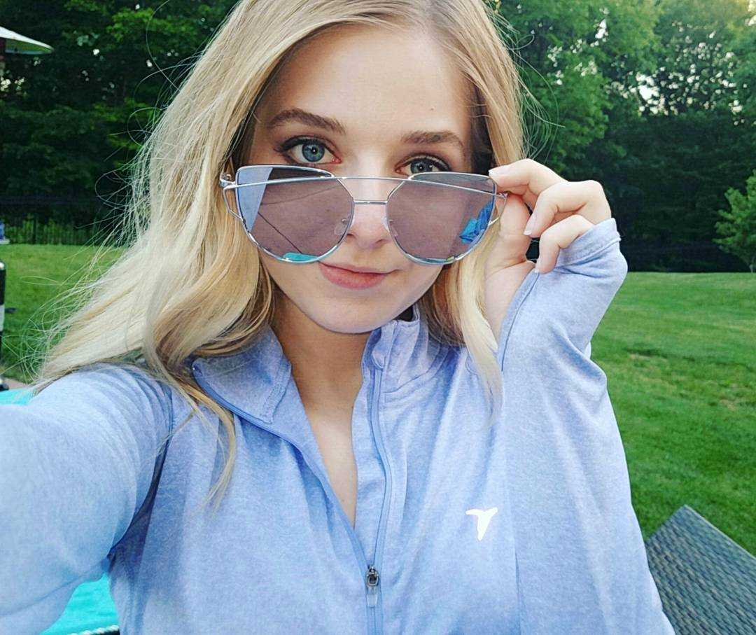 Jackie Evancho sexy look pictures