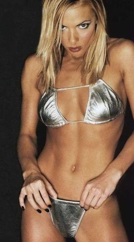 Jaime-Pressly-hot-lingerie-3-1