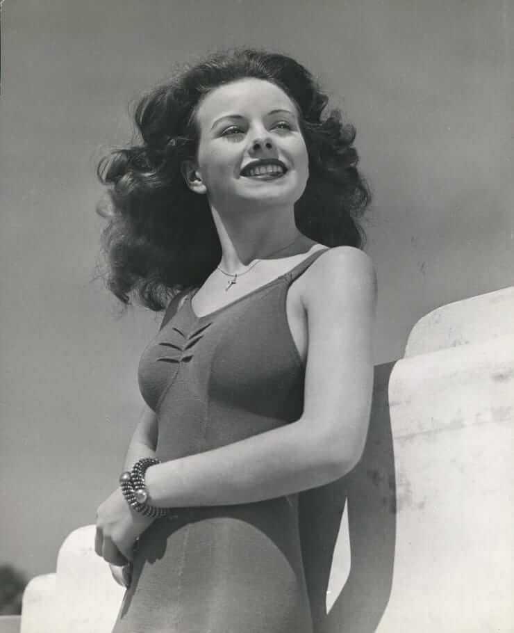 Jeanne Crain hot