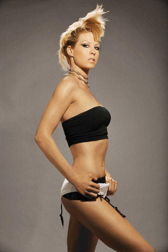 Jenna Elfman big booty